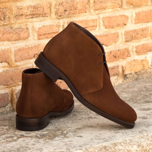 lace up Chukka Boots ANDREW brown suede insitu